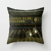 AN eye for music Throw Pillow