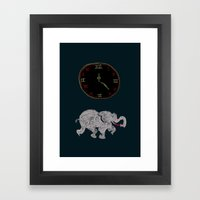 Elefante reloj Framed Art Print