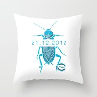 21.12.2012 - I survived Throw Pillow