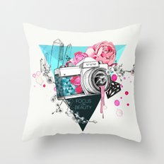 Focus on beauty Throw Pillow