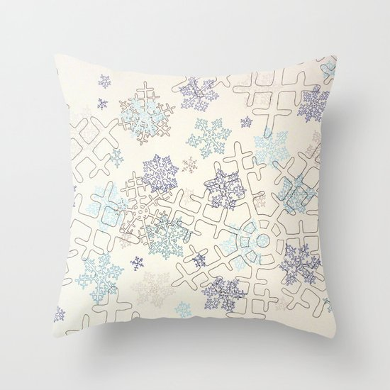 Beaucoup de Neige Throw Pillow