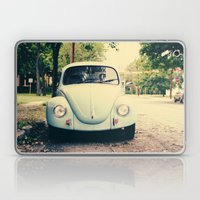 bug love Laptop & iPad Skin