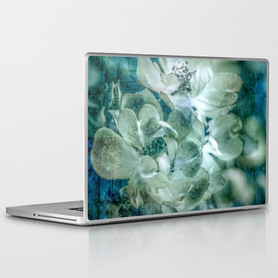 Dreaming of roses Laptop & iPad Skin