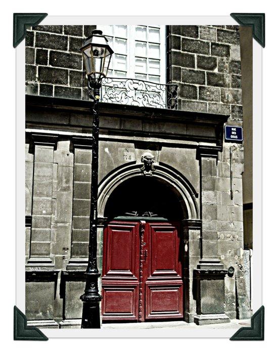 Paris 3 : The Red Door Art Print