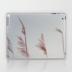 winter dies... Laptop & iPad Skin