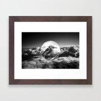 Cielo grigio e pungente Framed Art Print