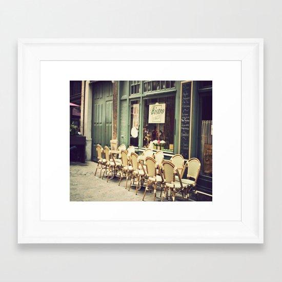 Le petit café Framed Art Print