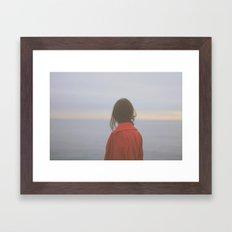 La mujer y el mar I Framed Art Print