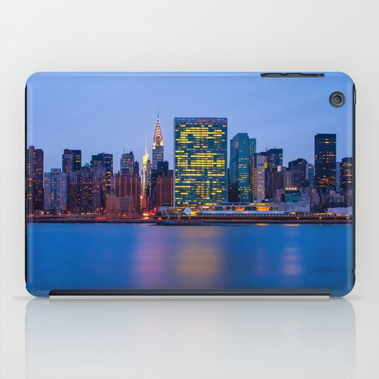 Beginning of the night over Manhattan iPad Case