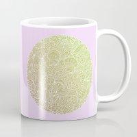 Detailed circle, gold rose Mug