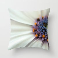 Cap Daisy Macro Throw Pillow