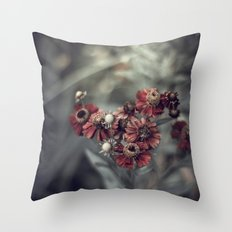 I woke up in a strange place Throw Pillow