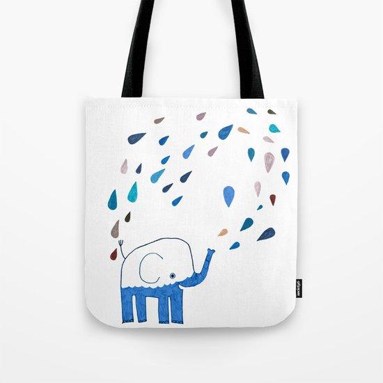 how an elephant showers Tote Bag
