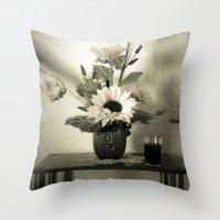 Natura Artificial Throw Pillow