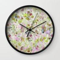 des fleurs et des mots Wall Clock