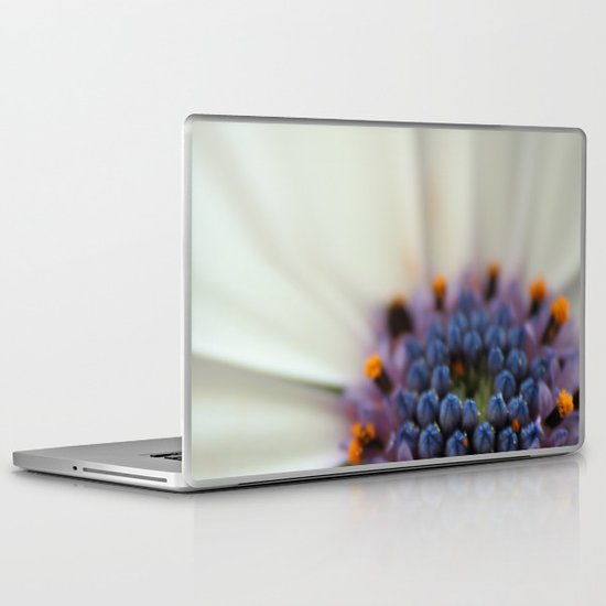 Cap Daisy Macro Laptop & iPad Skin