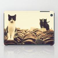 gatos en el tejado iPad Case