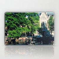 explore the city  Laptop & iPad Skin