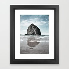 un bien beau caillou Framed Art Print