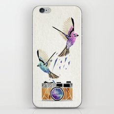 le petit oiseau va sortir! iPhone & iPod Skin