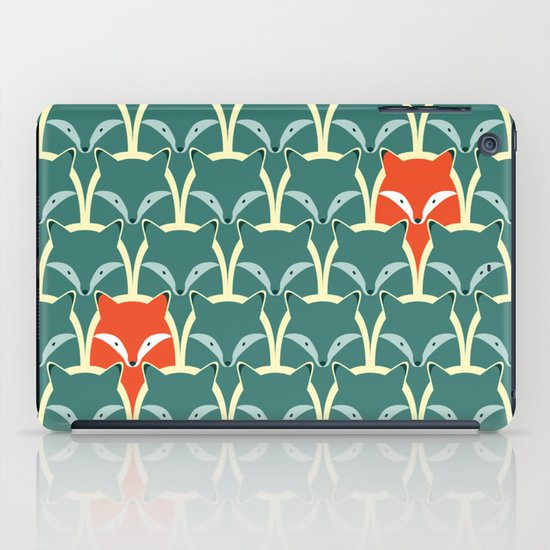 Seamless pattern with foxes and wolves iPad Case