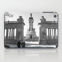 Couple at Madrid monument iPad Case