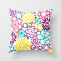 BOLD & BEAUTIFUL blooms Throw Pillow