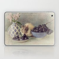 Snoozy loves grapes Laptop & iPad Skin