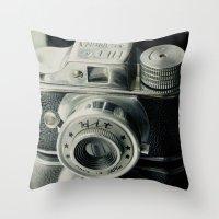 Hit Vintage camera Throw Pillow