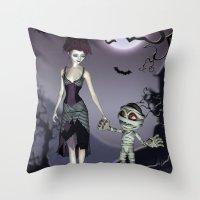 Halloween love Throw Pillow