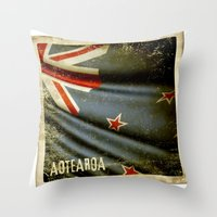 Grunge sticker of New Zealand flag Throw Pillow
