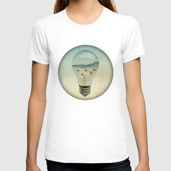 blue sea thinking T-shirt