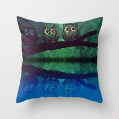 owl-271 Throw Pillow