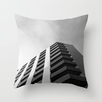 angular fade Throw Pillow