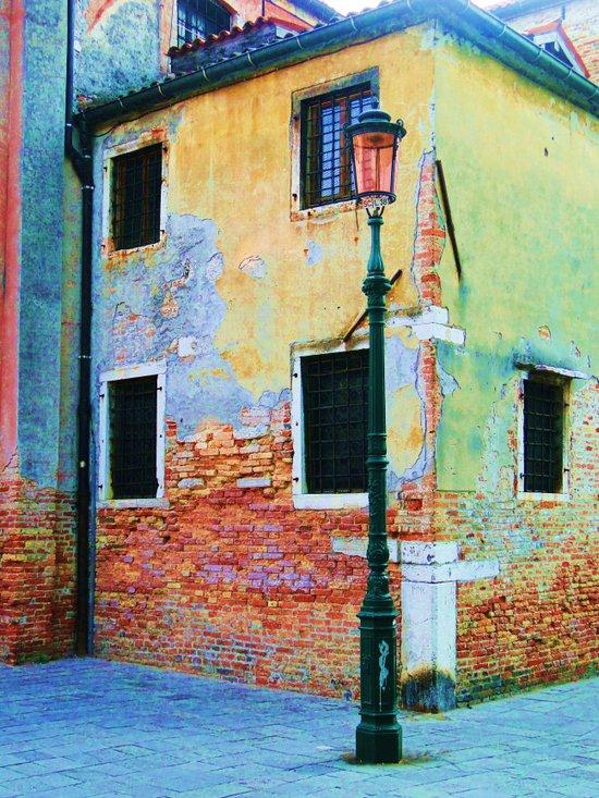 L'edificio è Felice Art Print