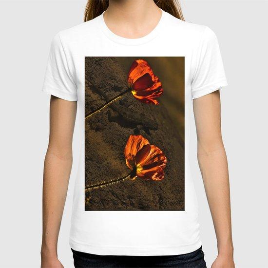 Red Poppy in the desert  T-shirt