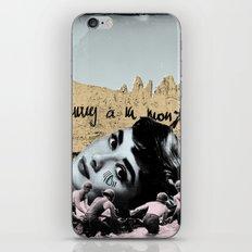 Audrey Hepburn à la montagne iPhone & iPod Skin