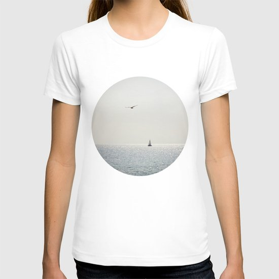 Fly over the sea T-shirt