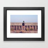 Muerto en Vacaciones Framed Art Print