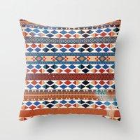arctic warm Throw Pillow