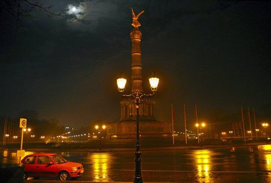 MOON-LIGHT BERLIN - Siegessaeule - Tiergarten  Art Print