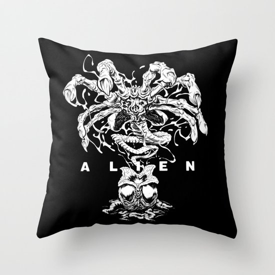 ALIEN: FACEHUGGER Throw Pillow