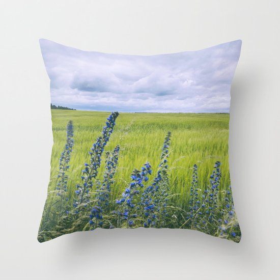 Wind blown Viper's Bugloss 'Echium vulgare' growing wild. Hilborough, Norfolk, UK. Throw Pillow