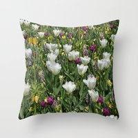 Blumen Beet  Throw Pillow
