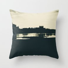 Silhouette des Dresdener Elbufers Throw Pillow