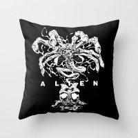 ALIEN: FACEHUGGER Throw Pillow