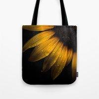 Backyard Flowers 28 Sunf… Tote Bag