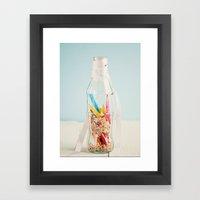 Botella de colores Framed Art Print