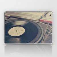 Vintage Turntable And Re… Laptop & iPad Skin
