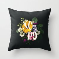Xodó Throw Pillow